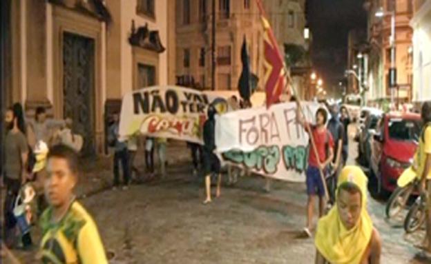 צפו במחאה נגד המונדיאל (צילום: רויטרס)