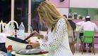 דנית לוקחת אוכל (תמונת AVI: mako)
