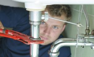 מתקן סתימה בכיור, שרברב (צילום: אימג'בנק / Thinkstock)