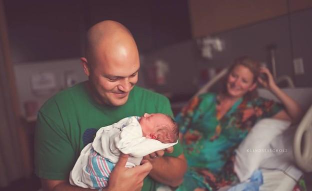אבא פוגש את התינוק בפעם הראשונה (צילום: buzzfeed, מערכת מאקו הורים)