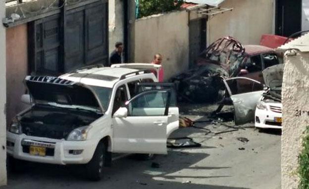 הרכב שבו התפוצץ המטען היום ביפו (צילום: אלירן חייט, חדשות 2)