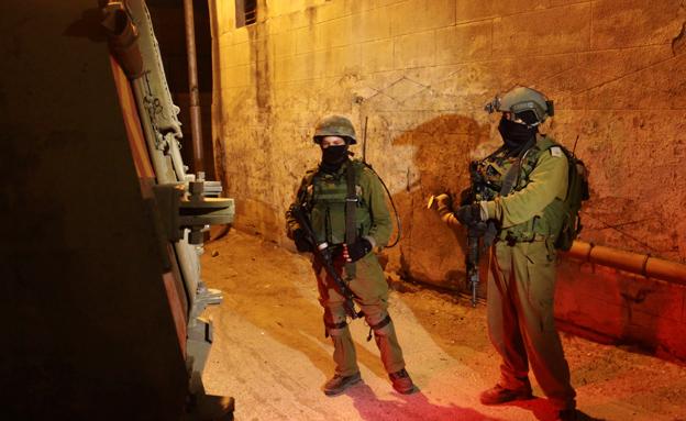 """25 מבוקשים נעצרו. כוחות צה""""ל בפעולה (צילום: AP)"""
