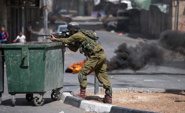 מאות חיילים בעומק השטח הפלסטיני (צילום: רויטרס)