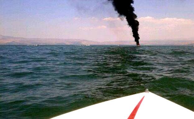 סירה שריפה עין גב כנרת (צילום: חדשות 2)