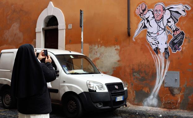 גרפיטי של האפיפיור (צילום: חדשות 2)
