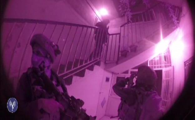 """הכוחות סורקים בשטח (צילום: דובר צה""""ל)"""
