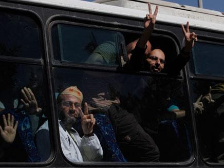 משוחררי שליט חוזרים למאסר (צילום: ap)