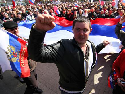 עוברים לדיפלומטיה? מפגינים פרו-רוסים בדונייצק