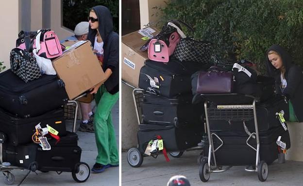 פריס הילטון והמזוודות