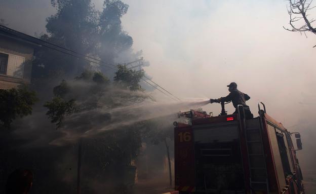 """""""שריפות כאלה לא פורצות מעצמן"""" (צילום: רויטרס)"""