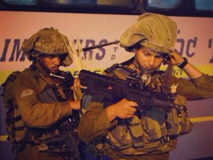 """לוחמים לקראת מעצר (צילום: דובר צה""""ל)"""