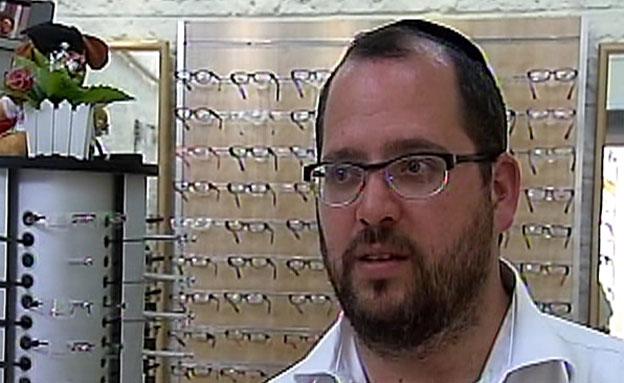 בעל חנות המשקפיים של אייל יפרח (צילום: חדשות 2)