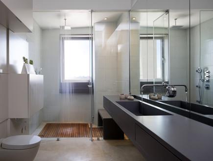 מאיה קידר, מקלחת