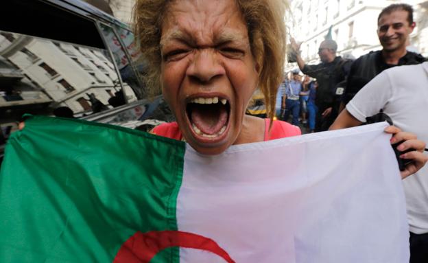 קבלת פנים של גיבורים באלג'יר (צילום: רויטרס)