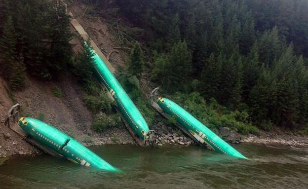 תאונת רכבת שהובילה בואינג (צילום: AP)