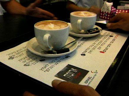 """המחיר ירד? קפה בארומה, אחת הזכייניות בנתב""""ג (צילום: חדשות 2)"""