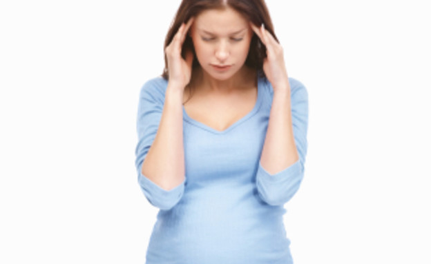 אישה בהריון סובלת מכאב ראש (צילום: GlobalStock, Istock)