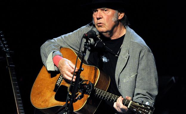 ניל יאנג על הבמה (צילום: Kevin Winter, GettyImages IL)