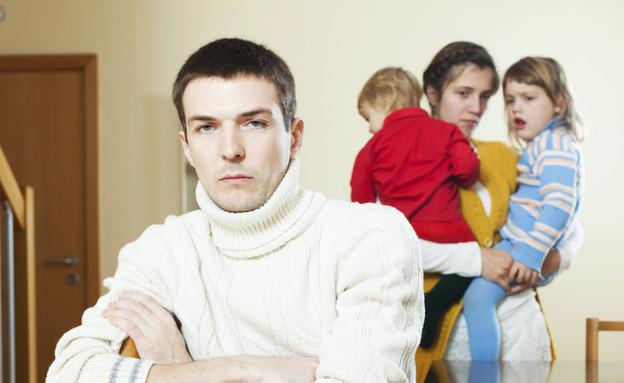 אבא נוטש את המשפחה שלו (צילום: אימג'בנק / Thinkstock)