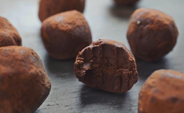 טראפלס שוקולד ואבוקדו (צילום: גל, פתיתים)