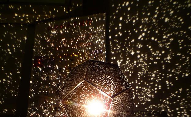נרות ונברשות, אסטרולוגיה (צילום: httppaper-cellophane.blogspot.ca)