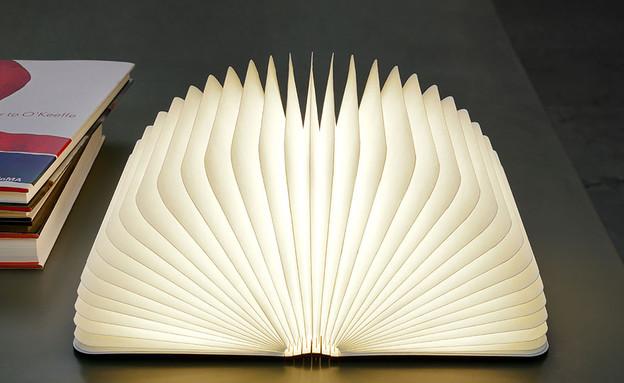 נרות ונברשות, ספר (צילום: demilked)