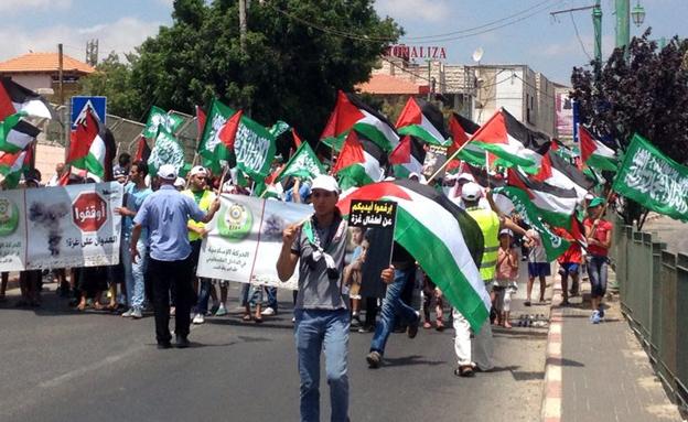 צפו: הפגנה נגד המבצע בכפר כנא (צילום: חדשות 2)