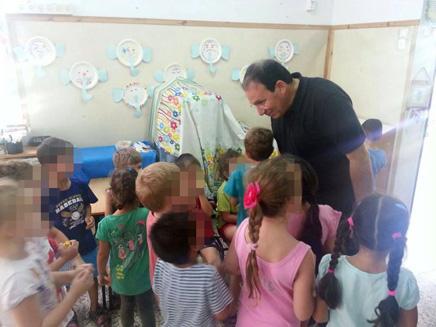 ראש העיר דב צור מבקר בגן הילדים
