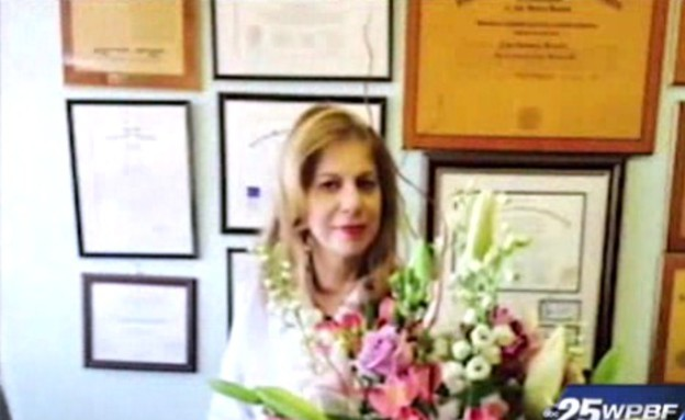 רופאה יהודיה סולקה ממטוס (צילום: צילום מסך)
