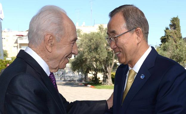 """שמעון פרס ומזכ""""ל האו""""ם באן קי-מון (צילום: חדשות 2)"""