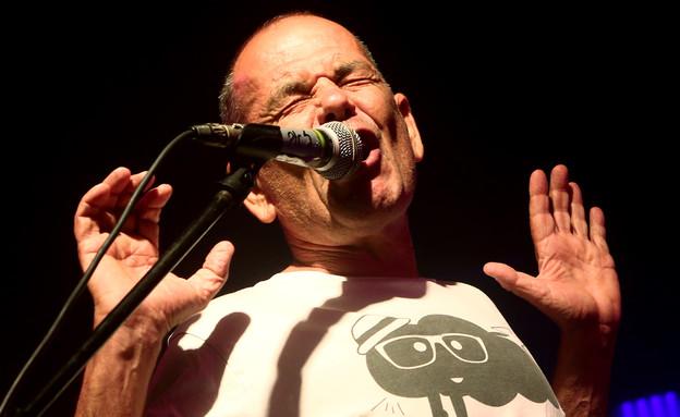 זאב טנא בהופעה (צילום: אורית פניני)