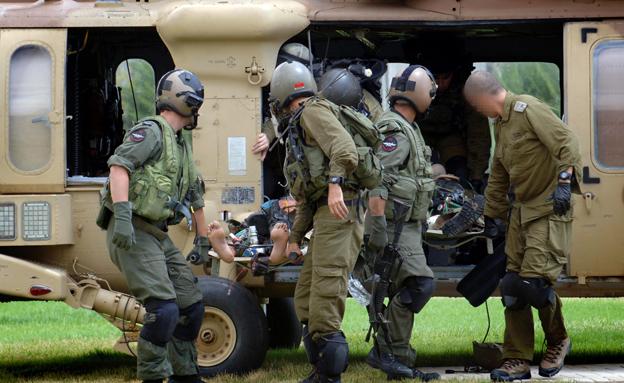 פינוי חייל למסוק (צילום: פלאש 90)