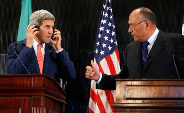 מזכיר המדינה קרי ושר החוץ של מצרים (צילום: AP)