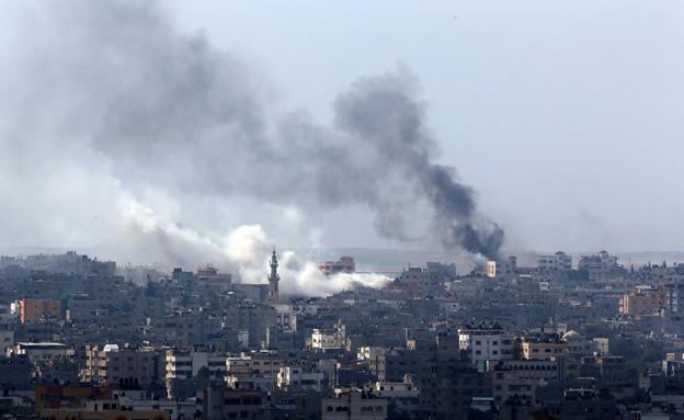 שוב: תקיפות בעזה (צילום: AP)