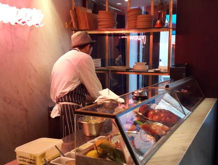 מסעדת פלומר, לונדון - המטבח הפתוח (צילום: יונתן למזה, אוכל טוב)