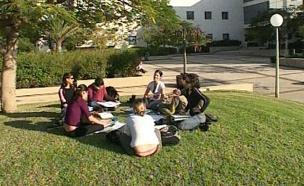 הסטודנטים זועמים: לפטר את המרצה. ארכיון (צילום: החדשות 2)