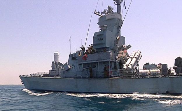צפו בפעילות לוחמי השייטת מול חופי הרצועה (צילום: חדשות 2)