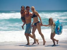 משפחה על חוף הים