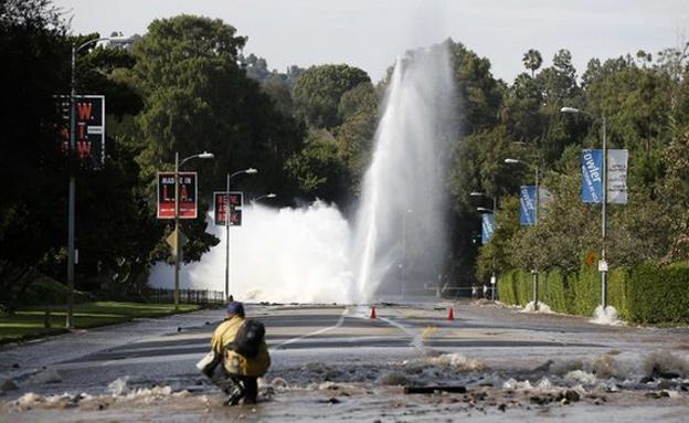צפו: האוניברסיטה מוצפת כולה (צילום: רויטרס)