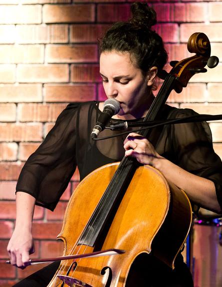 מאיה בלזיצמן, הופעה באוזן בר (צילום: אורית פניני)