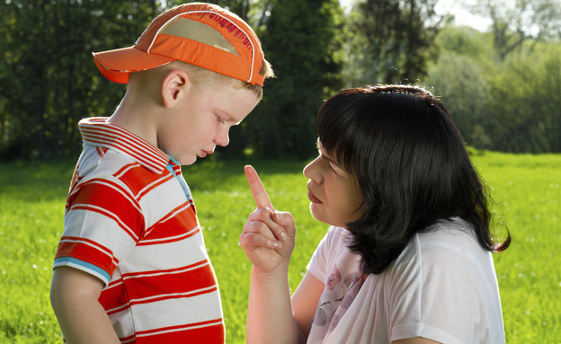 אמא כועסת על ילד (צילום: אימג'בנק / Thinkstock)