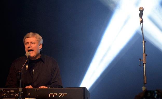 הרפר שר באירוע למען ישראל (צילום: רויטרס)