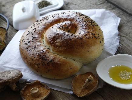 שבלול לחם ממולא פטריות (יח``צ: אפיק גבאי, אוכל טוב)