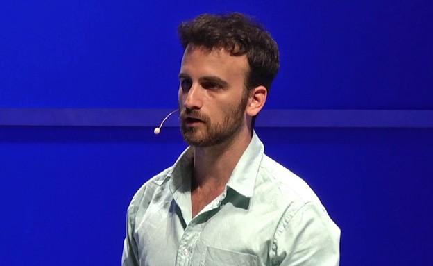 """רון גורה - צרכנות דור 3 (תמונת AVI: מתוך הרצאה """"קרן אלוף"""")"""