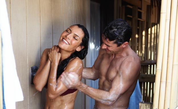 מקלחת משותפת (צילום: Thinkstock)