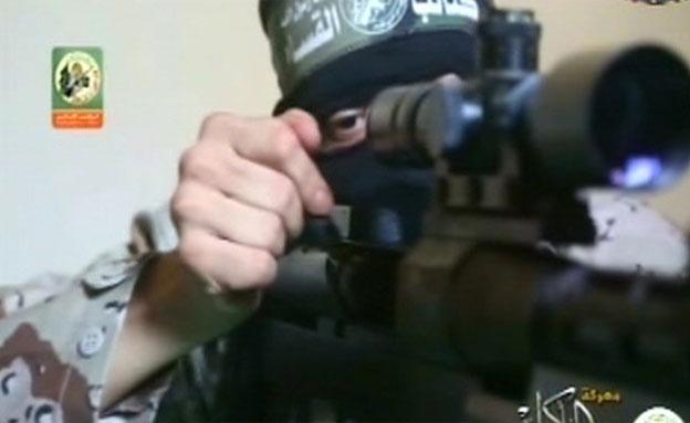 חמס מציג רובה חדש (צילום: חדשות 2)