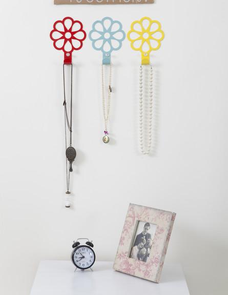 אחסון תכשיטים, גובה, 06 מתלי פרחים צבעוניים ואופטי (צילום: מאיה חבקין)