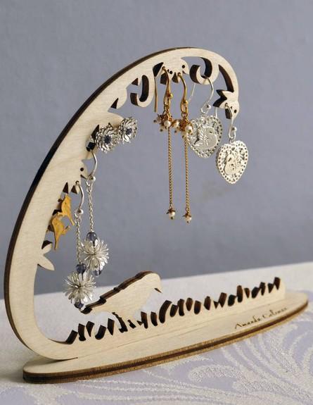 אחסון תכשיטים, גובה, 10 מתלה תכשיטים עדין  (צילום: Amanda Coleman)