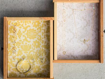 אחסון תכשיטים, גובה, 13 מגירות ממוחזרות שהפכו למתל (צילום: אלונה להב)