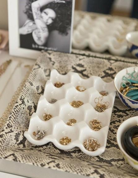 אחסון תכשיטים, גובה, 20 מעמד ביצים שעבר הסבה למעמד (צילום: Kelsey Foster)